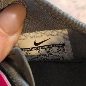 Nike Shoes - Nike Free TR FIT 4